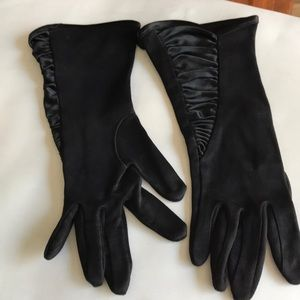 Beautiful Satin Ruched Inlay Gloves